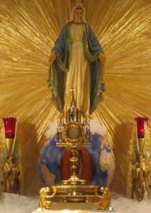 M_Blessed Mother Eucharistic Jesus
