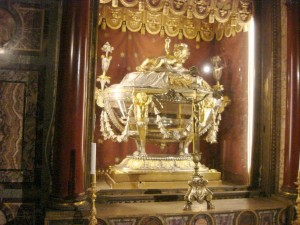 M_StMaryMajor The Confessio believed to contain relics of the Crib of Bethlehem