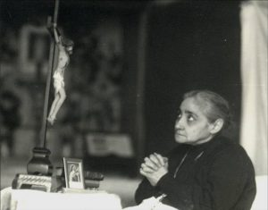 L_Luisa with Crucifix and St Therese pic